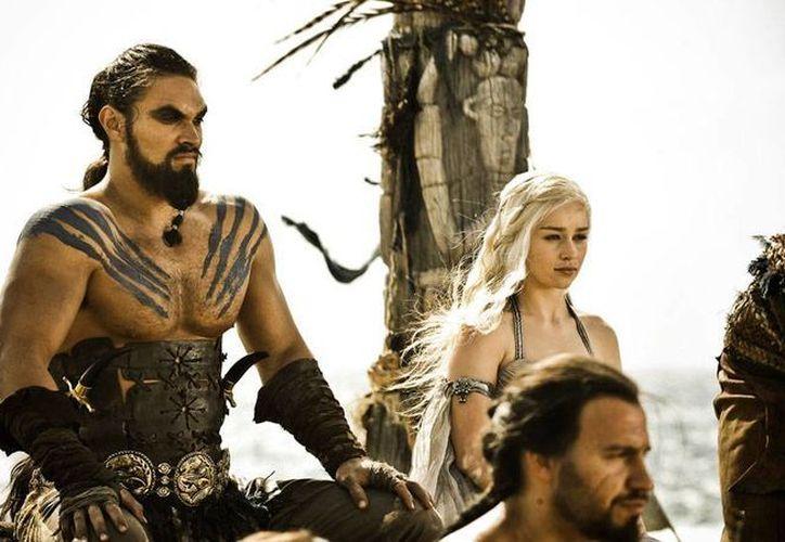 La serie Games of Thrones es la más popular de la cadena HBO, con promedio de 18 millones de televidentes por capítulo tan sólo en Estados Unidos. El elenco de la serie ya firmó para videograbar la séptima temporada. (wheelercentre.com)