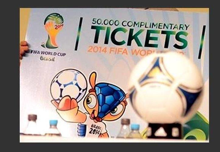 Los aficionados podrán elegir si recogen sus boletos en los Centros de Distribución o los reciben en sus casas o en cualquier lugar del mundo.  (fifa.com)