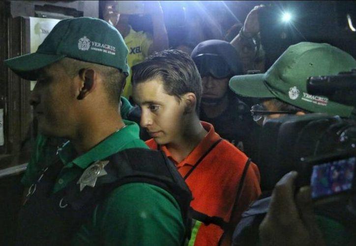 Policías estatales llevaron al juzgado a  Diego Cruz Alonso, ubicado el lado del antiguo penal de Allende, donde ingresó alrededor de las 19:00 horas. (Iván Sánchez/loseditores.com)
