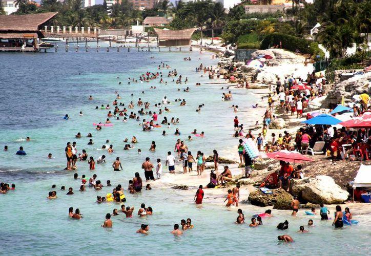 Según cifras de Banxico, el gasto medio por turista internacional  fue de 949.5 dólares. (Archivo/Notimex)