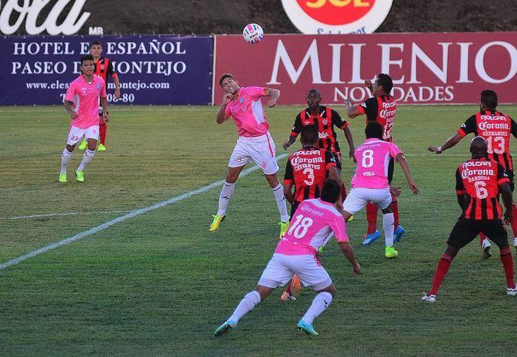 Venados utilizó ayer una playera en rosa en el juego contra Necaxa, que igualó a 2. (Luis Pérez/SIPSE)