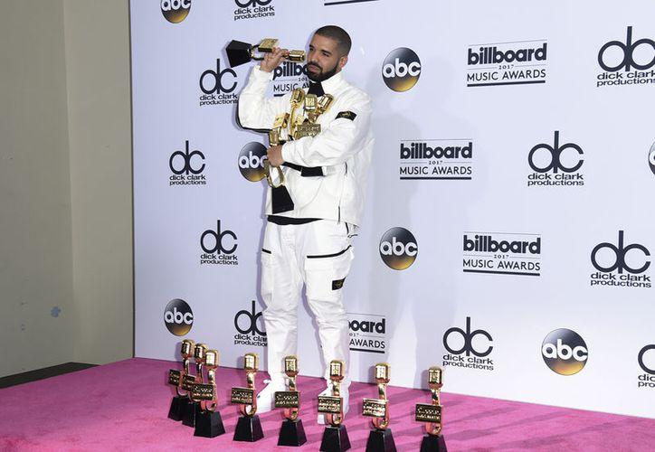 El rapero se llevó 13 de 22 galardones a los que estaba nominado. (Foto: AP)