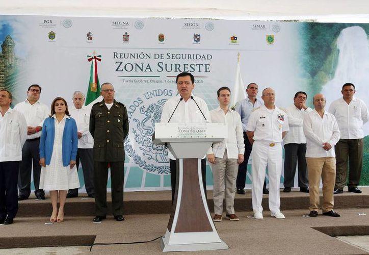 El titular de la SEGOB, Miguel Ángel Osorio Chong, mantuvo una reunión con los gobernadores de Chiapas, Campeche, Oaxaca, Tabasco, Quintana Roo, Veracruz y Yucatán,  e hizo un llamado a fortalecer la seguridad en el sureste del país. (Notimex)