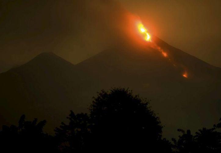 Imagen de archivo del volcán de Fuego en erupcion de la aldea Santa Sofia, municipio de San Pedro Yepocapa, Chimaltenango, Guatemala. (Archivo/EFE)
