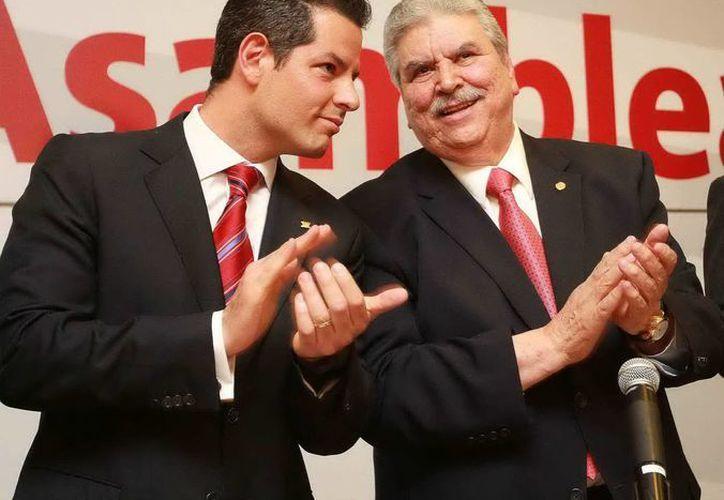 Alejandro Murat Hinojosa, director del Infonavit y Carlos Aceves del Olmo. (Archivo/Notimex)