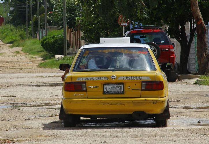 Los taxistas se quejan de que los aumentos a la gasolina ya les están devorando sus ganancias. (SIPSE)