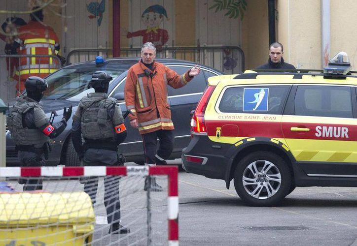 Fuerzas especiales de la policía belga realizaron un gran operativo para capturar a Salah Abdeslam en el barrio de Molenbeek de Bruselas.(AP)