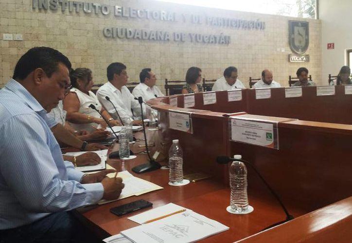Imagen de la sesión ordinaria del Consejo General del Iepac para clausurar el proceso electoral 2014-2015. (Candelario Robles/SIPSE)