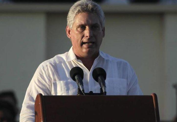Raúl Castro entró este miércoles en el salón donde se iba a celebrar la Asamblea Nacional del Poder Popular acompañado de Miguel Díaz-Canel. (Reuters)