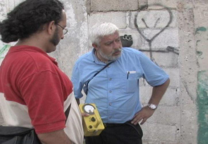 Jaime Maussan y el Dr. Jorge Guerrero realizando mediciones en la zona. (Fotos: cortesía de Jaime Maussan)