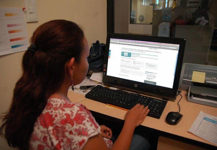 Hoy en día diversos trámites del Seguro Social se pueden realizar vía internet desde la casa o el trabajo. (Foto de contexto. Milenio Novedades)