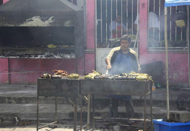 El informe destaca que 500 mil muertes están asociadas a la polución del fuego cuando se cocina fuera de la casa. (SIPSE)