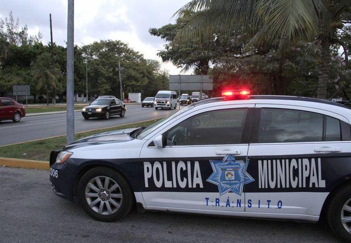 La mayoría de los turistas prefiere no denunciar las extorsiones de los oficiales para no perder tiempo en sus vacaciones. (Tomás Álvarez/SIPSE)