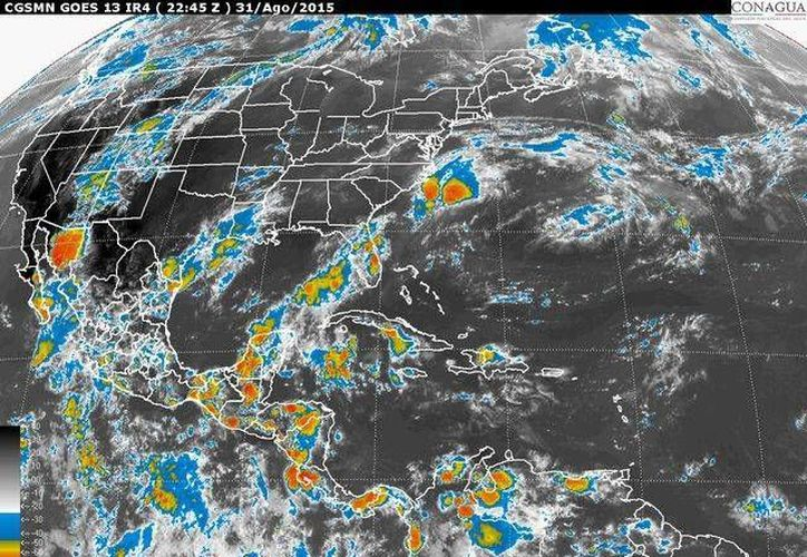 Imagen de satélite del lunes 31 de agosto de 2015, que muestra la formación de la depresión tropical 14 en el Pacífico mexicano. (ww.conagua.gob.mx)
