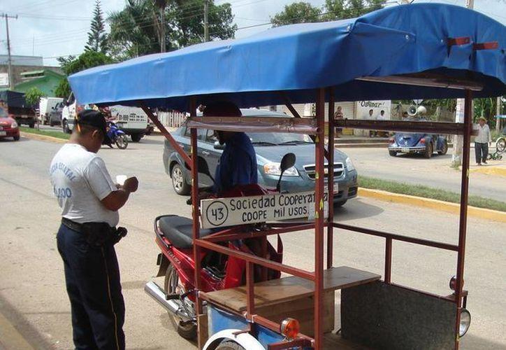 En la cabecera municipal hay 8 sindicados y la cooperativa, el acuerdo con las autoridades era que cada agrupación tuviera 15 mototaxis circuando, pero la Coope Mil Usos no respeto el acuerdo. (Carlos Yabur/SIPSE)