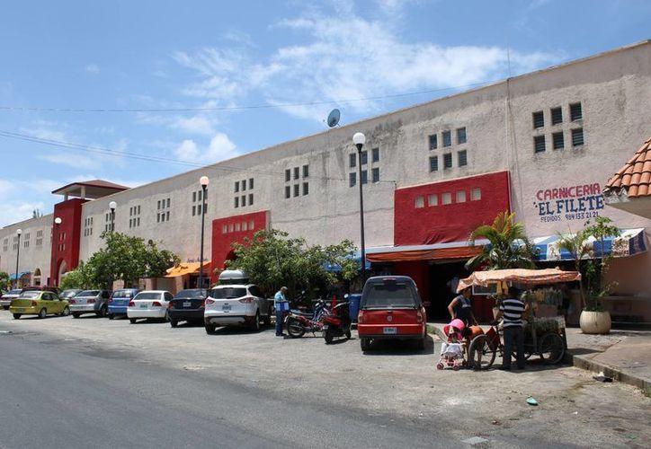 Los locatarios del mercado Diana Laura Riojas piden, principalmente, la certeza jurídica de sus concesiones. (Juan Cano /SIPSE)