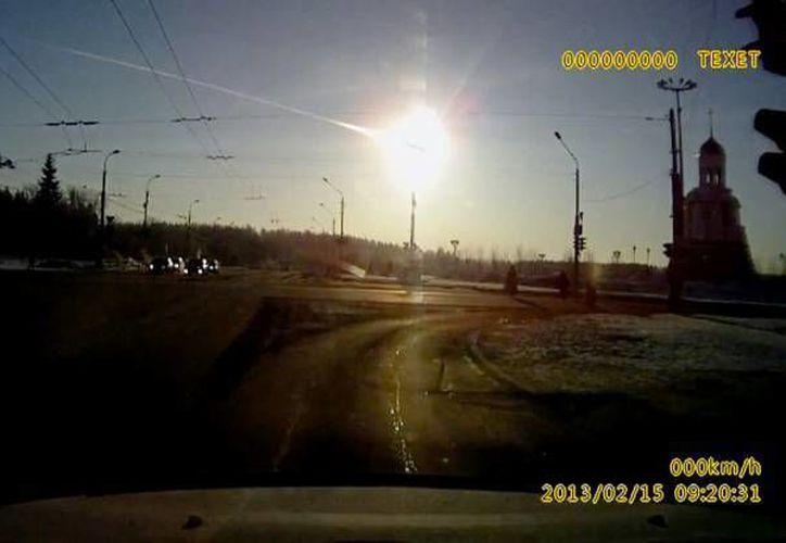 Instantes en el que el asteroide que avanzaba a unos 20 kms por segundo se acercaba a la Tierra. (SIPSE/Foto de archivo)