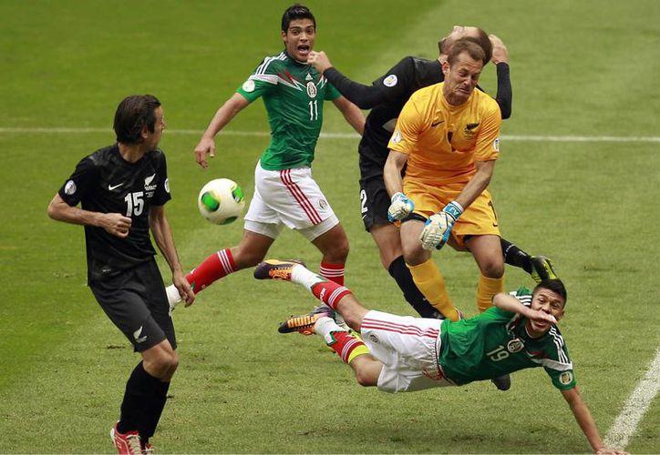 Aunque la Selección Mexicana venció 5-1 y 4-2 a Nueva Zelanda en el repechaje rumbo al Mundial de Brasil 2014, los encargados del estadio sede del segundo partido desearon una Feliz Navidad al Tri. (Notimex/Foto de archivo)