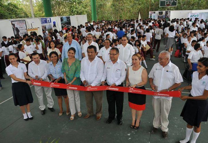 Autoridades y estudiantes estuvieron presentes en el evento. (Cortesía/SIPSE)