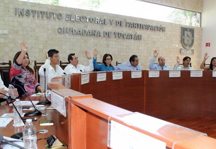 El Iepac aplica multas a partidos por faltas administrativas. Imagen de la sesión de ayer del Instituto Electoral y de Participación Ciudadana. (Milenio Novedades)