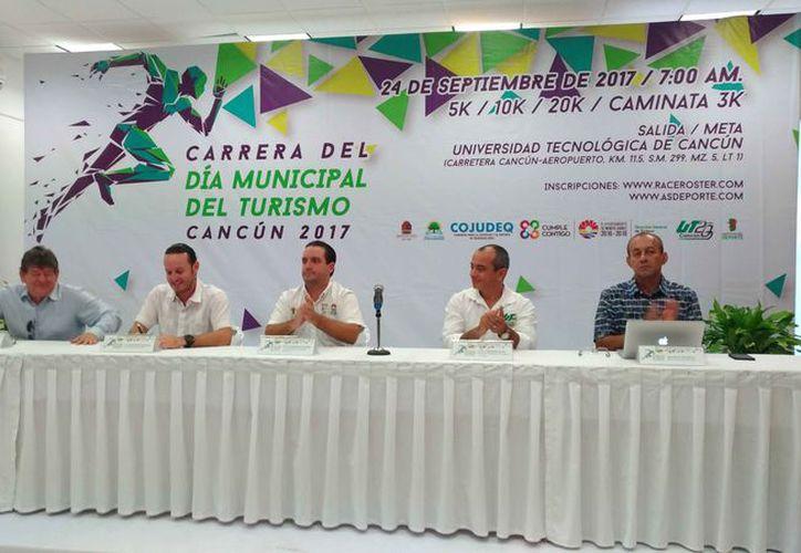 Los organizadores presentaron el evento ante los medios de comunicación. (Raúl Caballero/SIPSE)