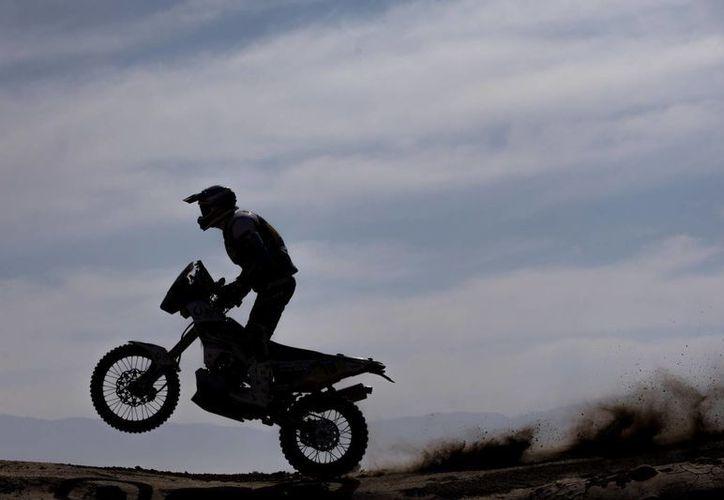 El español Juan Pedrero García, del equipo Yamaha, durante la sexta etapa del Rally Dakar entre las ciudades de Antofagasta e Iquique. (Foto: AP)