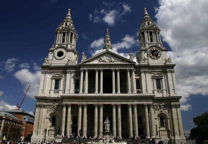 La Catedral de St. Paul's donde se celebró la boda del príncipe Carlos y la princesa Diana, registró cifras récord de visitas en 2013. (meiguoxing.com)