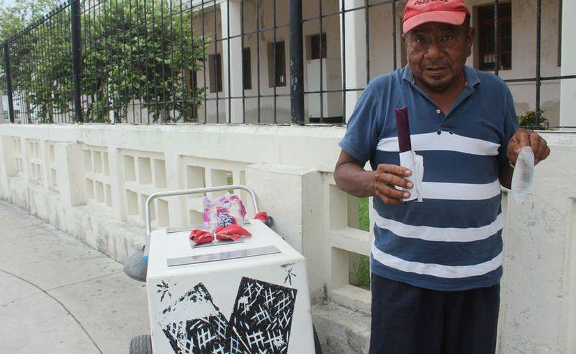 Para prevenir el golpe de calor las autoridades recomiendan mantener el cuerpo hidratado. (Daniel Tejada/SIPSE)