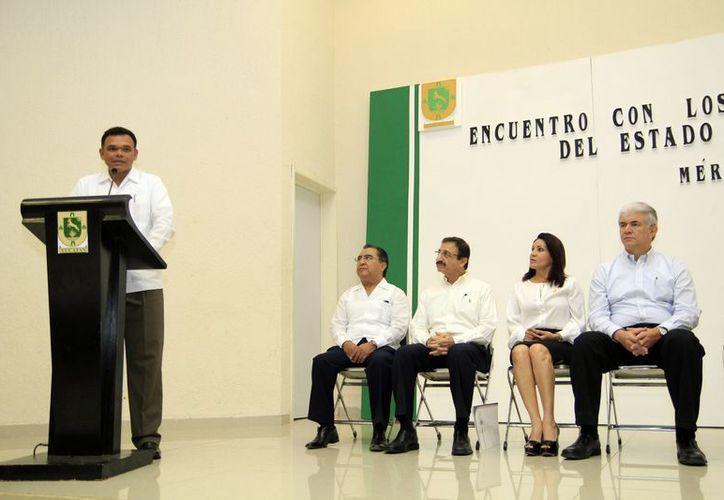 El gobernador Rolando Zapata presentó ayer su proyecto para reformar la Ley de Desarrollo Económico. (Cortesía)
