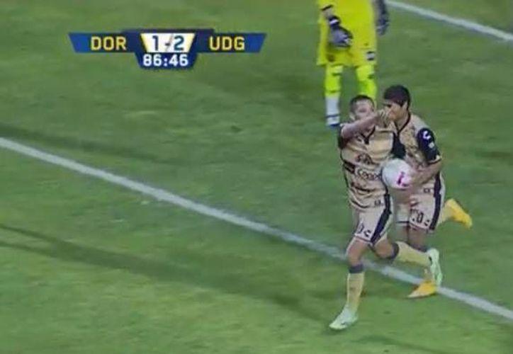 Freddy Martín festeja el gol consumado al minuto 86, en la derrota de Dorados 1-2 ante UDG. (Imagen tomada video/ TDN)
