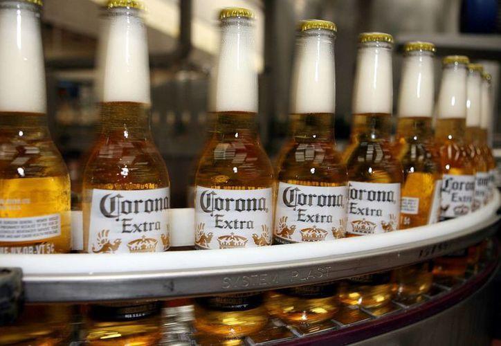 """La Corona se venderá como """"súper premium"""" y competirá por hacerse un hueco en el mercado de cervezas foráneas. (Archivo/SIPSE)"""