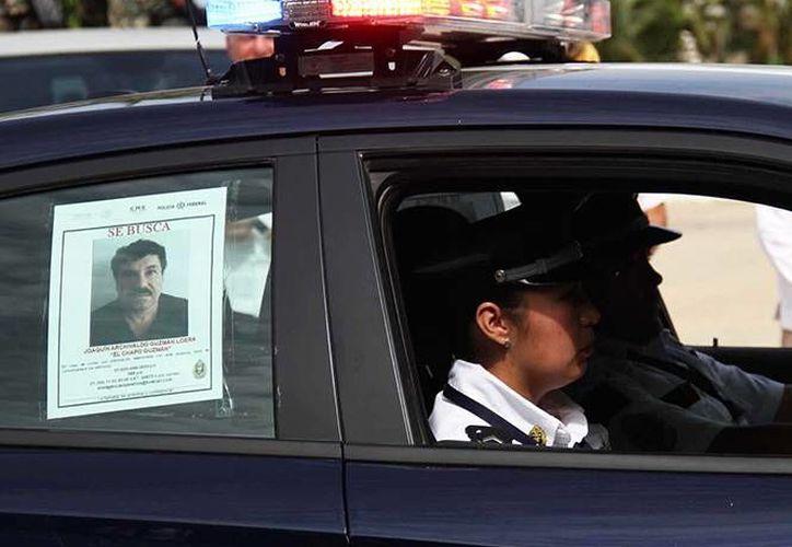 Se intensificó la búsqueda de 'El Chapo' Guzmán en todo México. En Guerrero, por ejemplo, su imagen (foto) fue expuesta en patrullas. (excelsior.com)