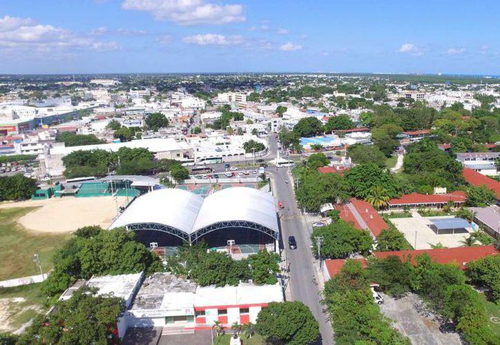 Cancún está colapsada en las vialidades y requiere de mejorar el transporte público. (Israel Leal/SIPSE)