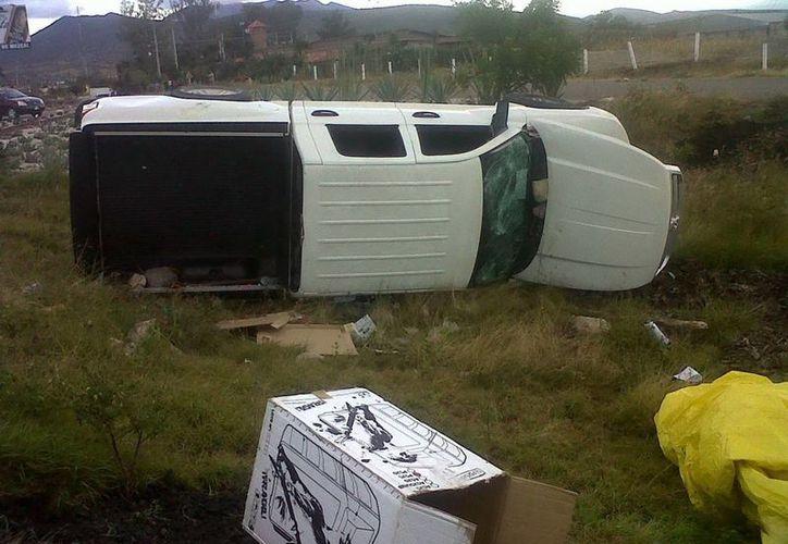 Una camioneta Lobo fue atacada por otro vehículo, dejando herido de bala al conductor. (Archivo Notimex)