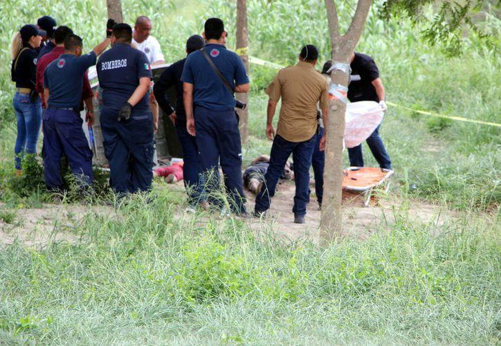 De acuerdo con la Dirección de Protección Civil, la muerte de un hombre y su hija de 1 año se registró ayer, pero fue hasta hoy que se pudieron rescatar los cuerpos del Río Bravo. (Agencia Reforma)