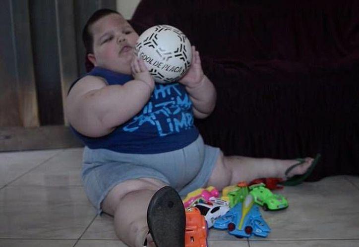 La obesidad que padece Misael le dificulta respirar y caminar. (Rupley/dailymail.co.uk)