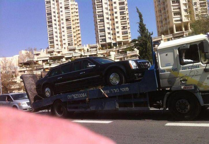 La limusina tuvo que ser remolcada por una grúa. (Twttier @avimaye)