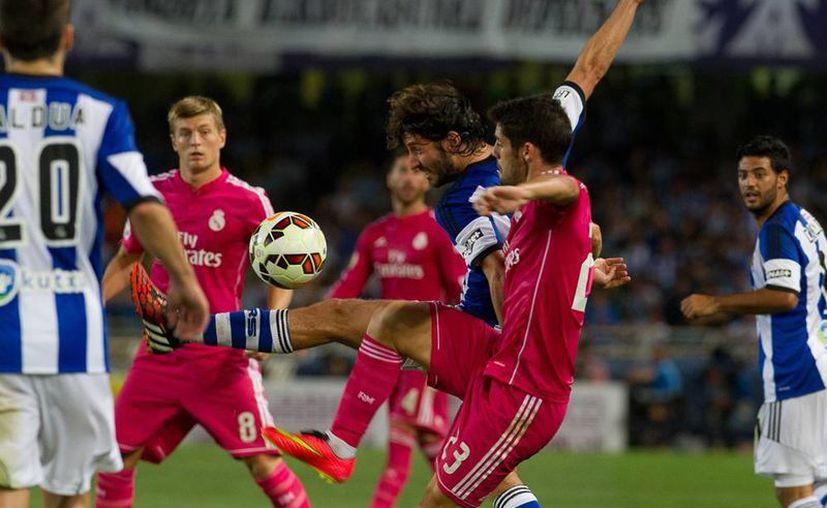 Por la Real Sociedad anotaron Iñigo Martínez, David Zurutuza y Carlos Vela (75); los goles del Real Madrid fueron obra de Sergio Ramos (5) y Gareth Bale. (AP)