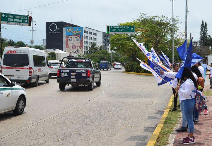 Aunque partidos y candidatos no han solicitado mayor seguridad, la policía hace presencia en los eventos proselitistas. (Daniel Tejada/SIPSE)