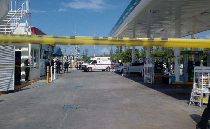 La circulación fue cerrada del kilómetro cero hasta la avenida Uxmal de Cancún. (Redacción/SIPSE)
