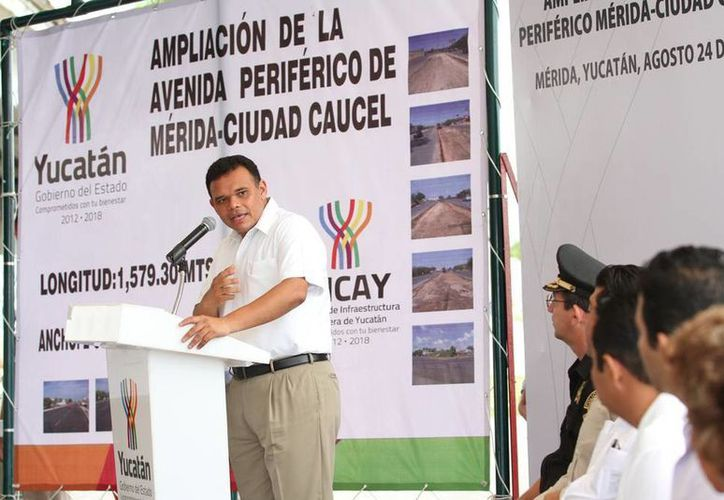 El Gobernador entregó ayer las obras de ampliación de la vía Mérida-Caucel. (Cortesía)