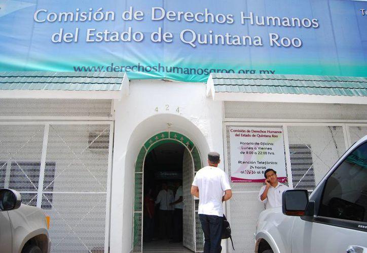 La Comisión de los Derechos Humanos del Estado de Quintana Roo proporciona asistencia jurídica a los 15 asegurados en Holbox. (Harold Alcocer/SIPSE)
