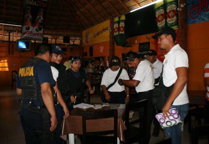 En Chetumal hay 68 negocios entre  bares, cantinas y restaurantes bar. (Harold Alcocer/SIPSE)