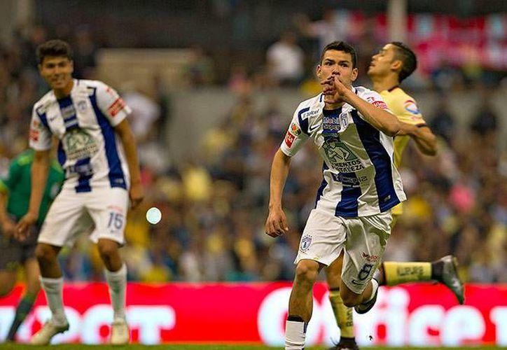 Hirving Lozano celebra el tercer gol del Pachuca esta tarde en el Estadio Azteca ante el América. (Imágenes de Mexsport)