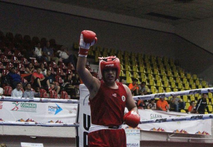 El boxeador cancunense consiguió una medalla de oro de la Olimpiada Nacional 2017. (Raúl Caballero/SIPSE)
