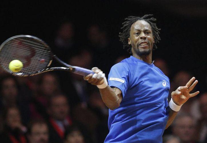 Monfils se impuso por primera vez en su carrera a Federer en canchas de arcilla, en el marco de la Copa Davis: 6-1, 6-4, 6-3. (Foto: AP)