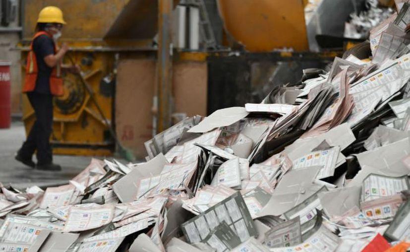 Más de 600 toneladas de material electoral serán recicladas para crear libros de texto gratuitos para primaria.  (Cuartoscuro)