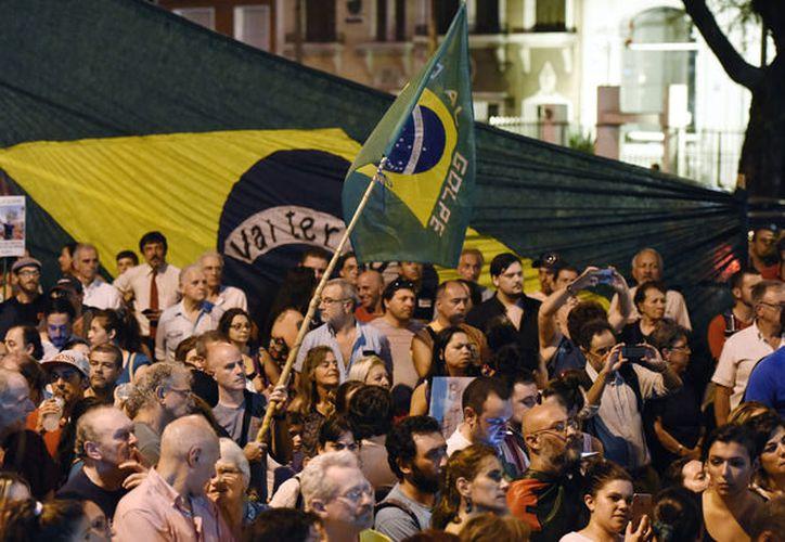 Familiares de Luiz Inácio Lula da Silva lo visitaron por primera vez en la cárcel. (Xinhua)
