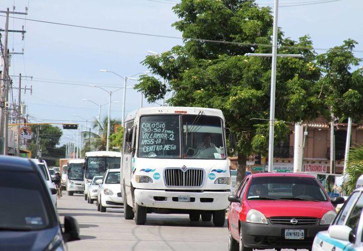 La Dirección de Transporte de Solidaridad evalúa la posibilidad de que 16 autobuses ingresen a colonias irregulares. (Adrián Barreto/SIPSE)