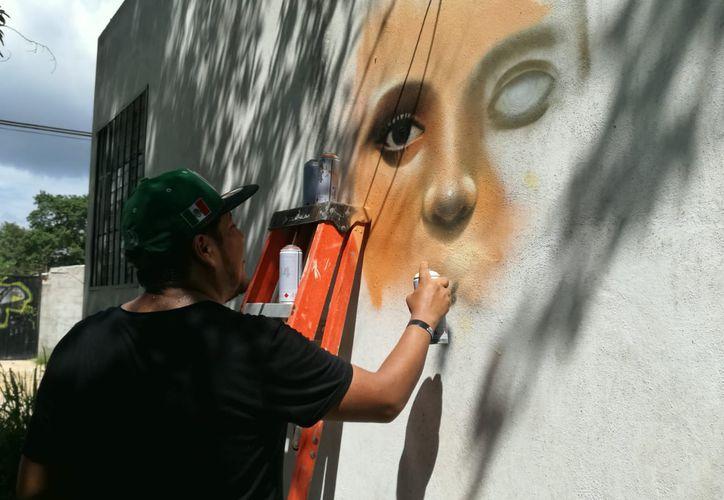 Las paredes de la calle 19 sur, 17 y la diagonal 85 y 80, comenzaron a  ser pintadas. (Octavio Martínez/SIPSE)
